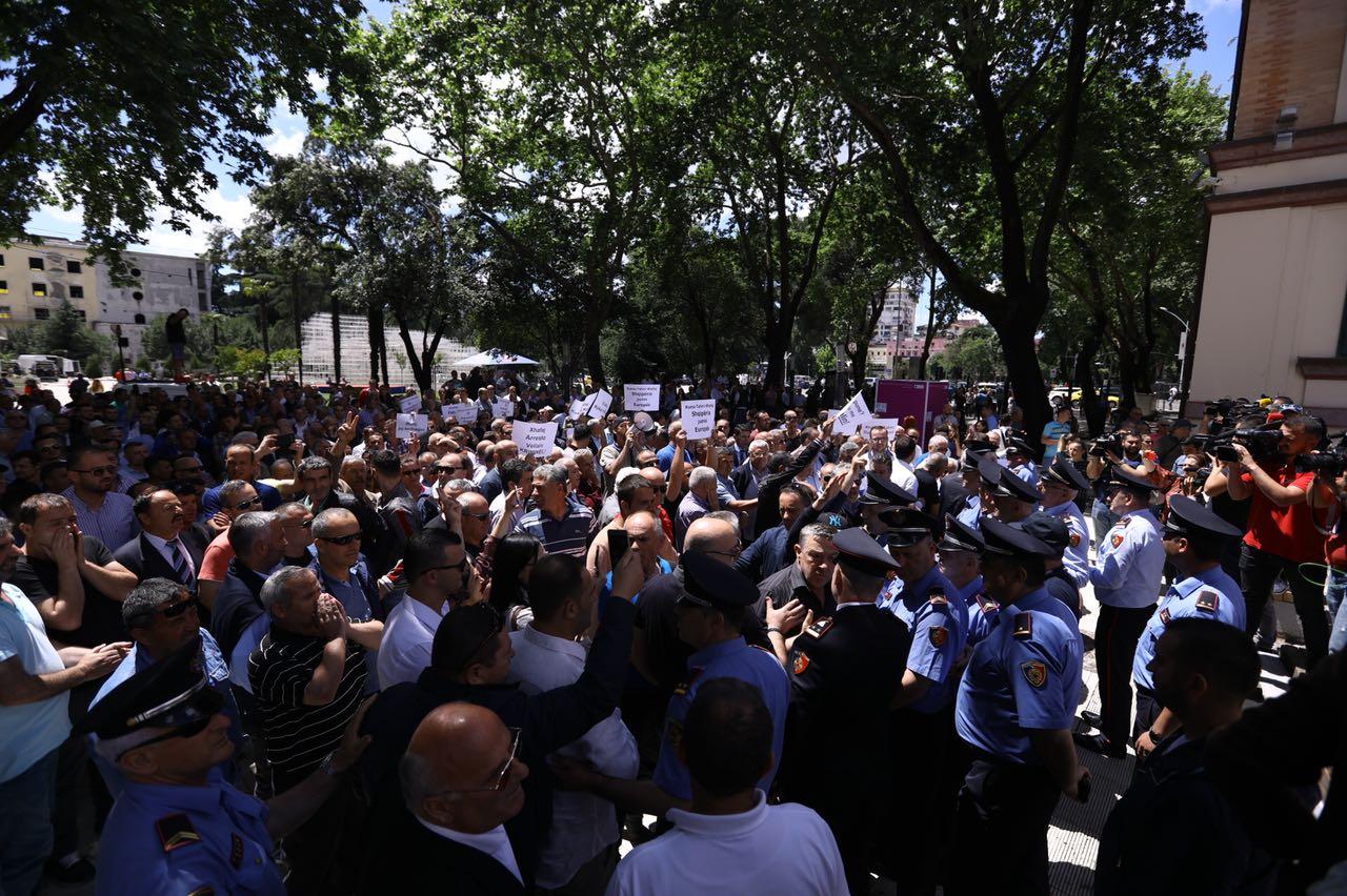 Democratic Party Protests, Demands Xhafaj's Resignation