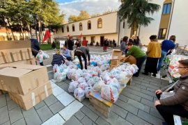 Volunteers Set Up Aid Collection Points for Earthquake Victims