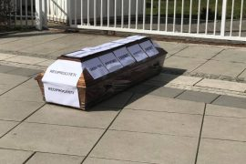Kosovo Activists Place Coffin in Front of Government Offices to Protest Lift of Serbian Tariffs