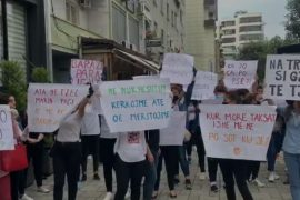 Workers Protest in Durres Over Lack of Financial Assistance During COVID-19 Pandemic