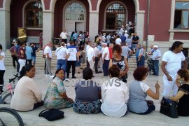 Residents in Durres Protest Over Municipality Failure to Acknowledge their Earthquake Damaged Homes