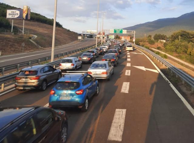 15,000 Kosovars Cross Border into Albania So Far Today