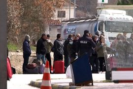 50 Albanians Stuck at Greek Border Request Government Assistance