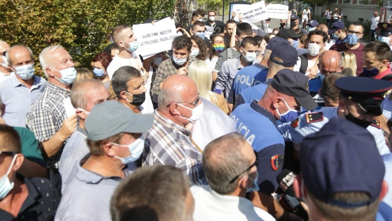 Ballsh Oil Workers Move Protest to Tirana, Demanding Settlement of Unpaid Wages