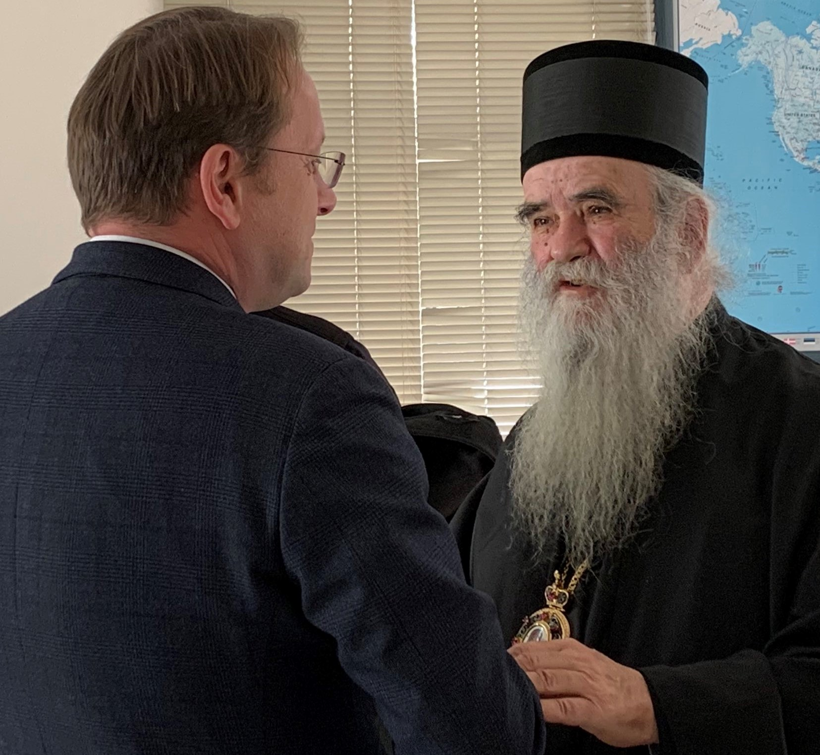 Commissioner Várhelyi Offers Condolences to Montenegrins after Death of Controversial Bishop