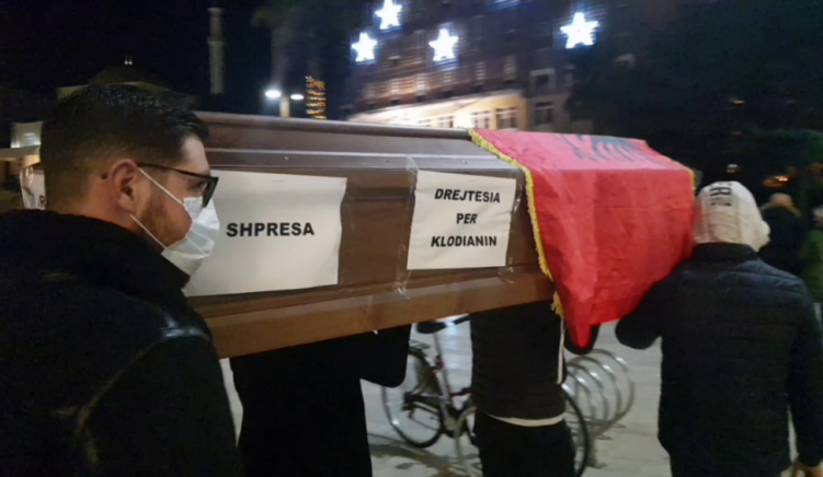 Court Dismisses Charges against Protestors Who Carried Symbolic Coffins