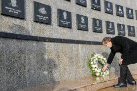 Kosovo Political Leaders Honor Victims of Recak Massacre