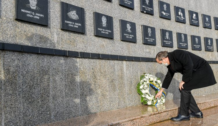 Kosovo Political Leaders Honor Victims of Recak Massacre