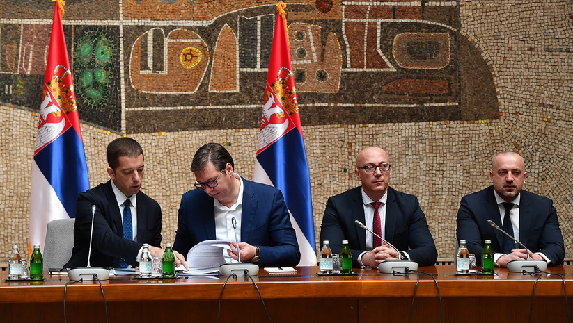 Vucic Promises Money to Kosovo Serbs Who Do Not Leave the Country