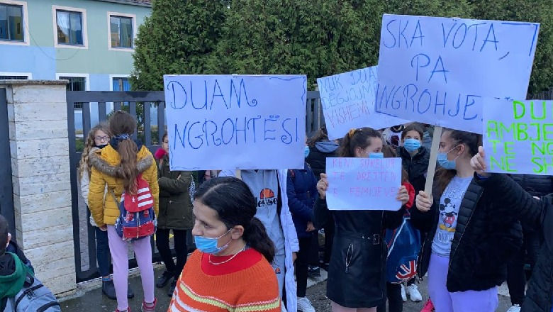 Students in Elbasan Protest Over Lack of Heating in Schools