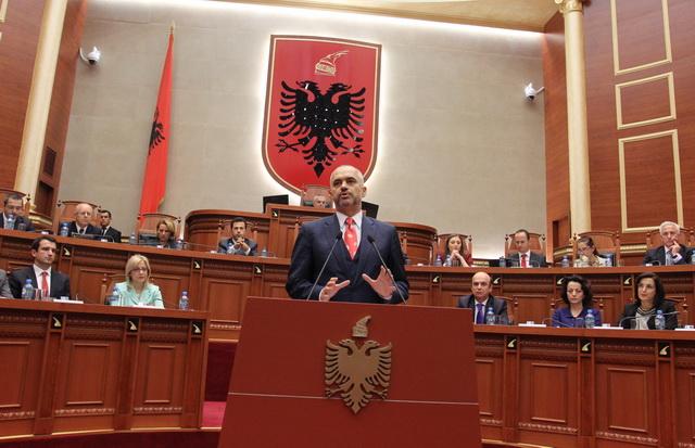 Rama harron 70 mijë emigrantët shqiptarë, këshillon BE për krizën e refugjatëve