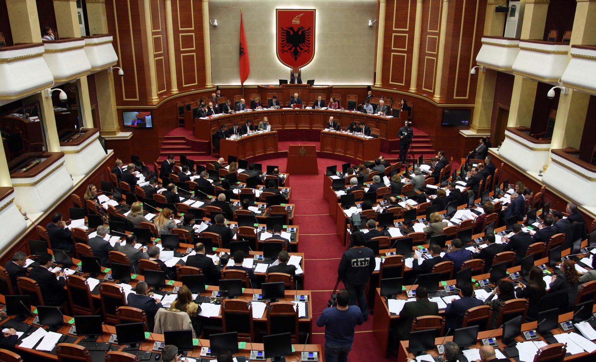 PD-LSI ndajnë drejtimin e komisioneve parlamentare