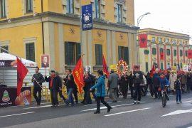 29 nëntori festohet me portrete të Enver Hoxhës – Pa koment