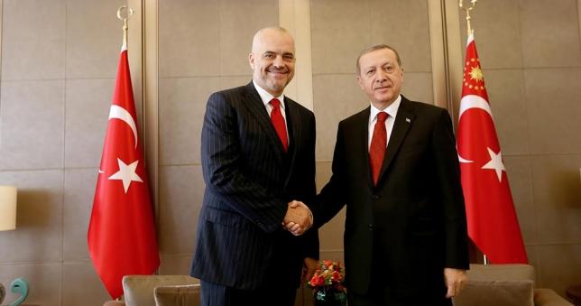 Kryeministri Rama mbron presidentin autokrat Erdogan