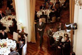 Në pritje të darkës së Kryeministrit me gazetarët – Koment