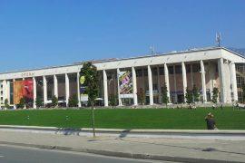 Si u grabit Pallati i Kulturës në mes të Tiranës