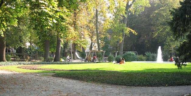 Kënd të thjeshtë në çdo lagje e jo gjysëm ton beton në park