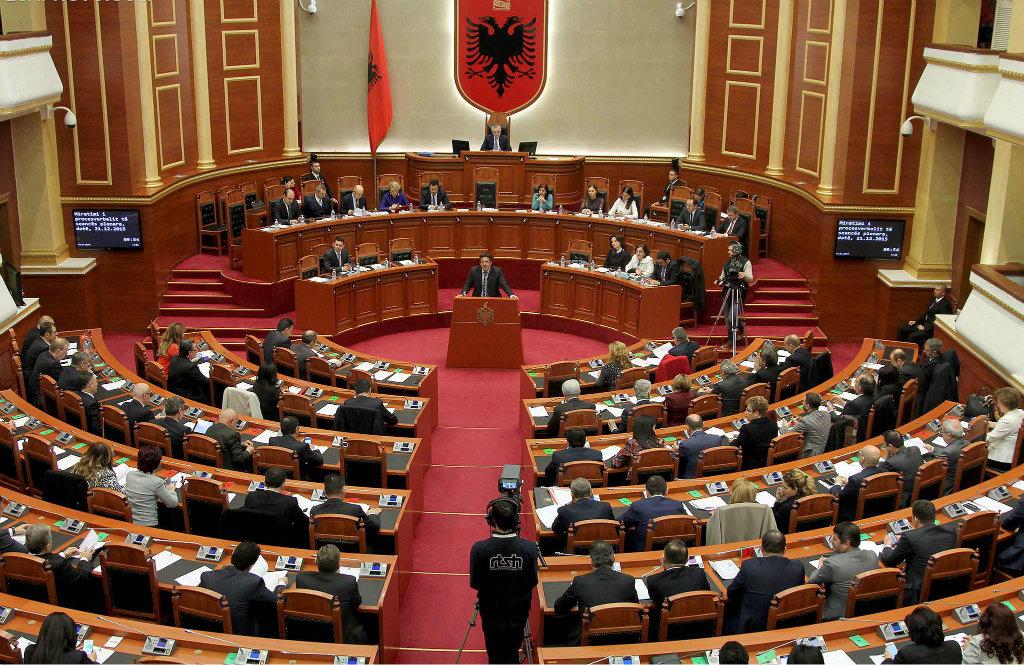 Pse po përplasen PS e PD për procedurën e miratimit të reformës në Kuvend? — Exit Shpjegon