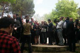 Presidenti Nishani takon protestuesit tek Parku i Liqenit