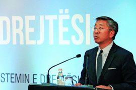 Ambasadori Lu kritikon Zotin Basha dhe shpall datën e votimit të reformës