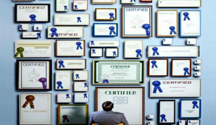Certifikatomania dhe meritokracia e munguar