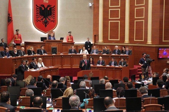 Kuvendi voton kundër arrestimit të Saimir Tahirit