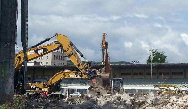 Foto nga prishja e Stadiumit Qemal Stafa – Pa koment
