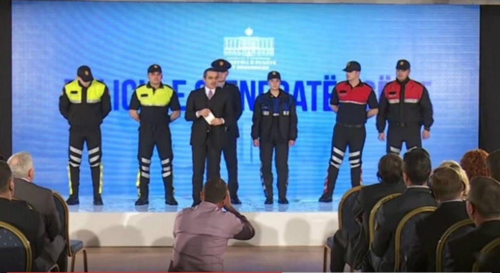 Tahiri Uniformat e policise