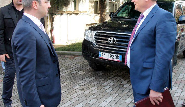 Ministri Tahiri: Haki Çako dhe dy punonjësit e tjerë nuk kanë shkelur ligjin