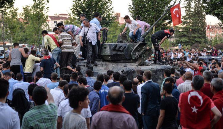 Grushti në Turqi: 265 të vdekur dhe rreth 1450 të plagosur