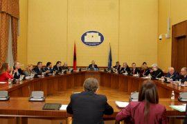 Pse palët po e shtyjnë seancën plenare? – Exit Shpjegon