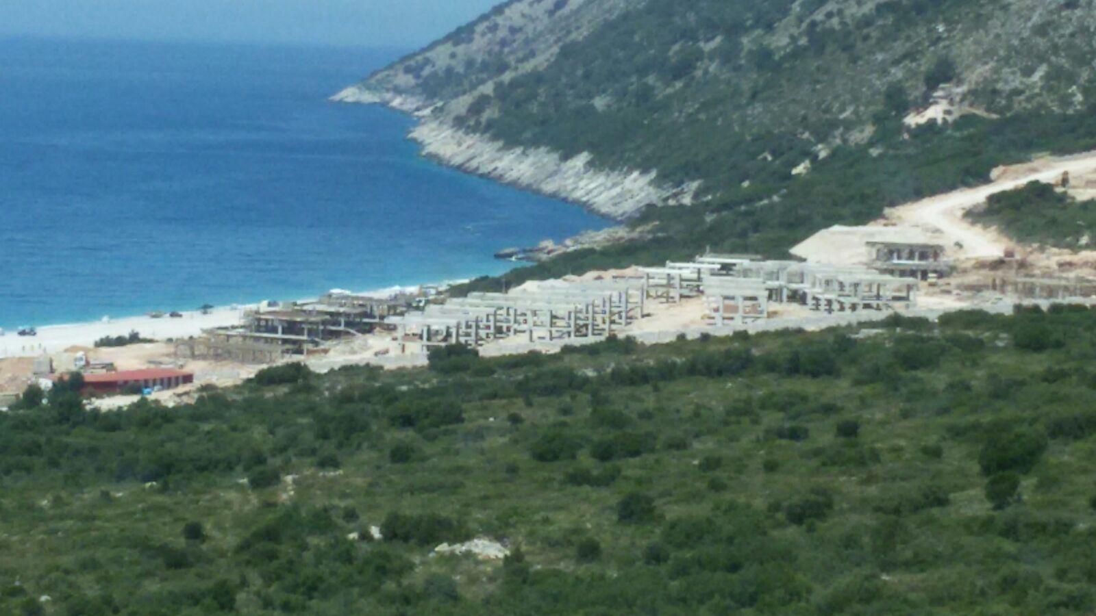 Si po grabiten pronat e bregdetit nga oligarkët në bashkëpunim me qeverinë