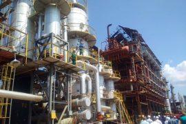 Fier, punëtori i rafinerisë së naftës kërcënon se do të hidhet