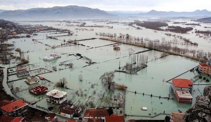 Situata e përmbytjeve: Bregu i Lumit nën ujë, Vjosa rrezikon qarkun e Vlorës