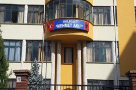 Ministria e Arsimit ndalon përdorimin e simboleve turke në shkollat në Shqipëri