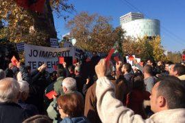 Vazhdon protesta kundër ligjit të importit të mbetjeve