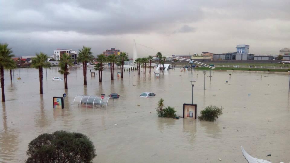Propaganda nuk arrin të ndalojë përmbytjen në Tiranë