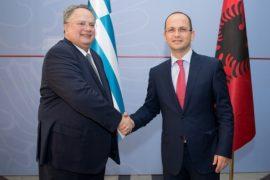 Marrëveshja me Greqinë, vazhdojnë bisedimet mes ministrave Bushati e Kotzias