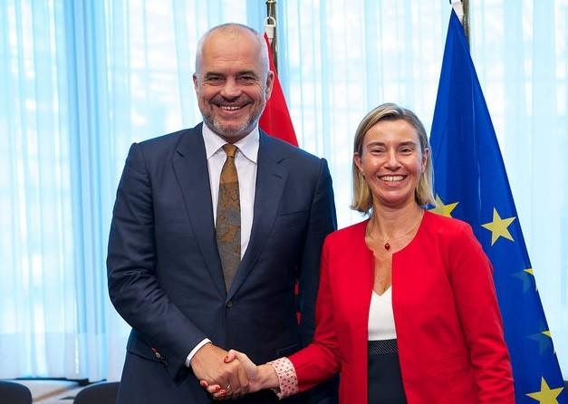 Shqipëria pjesë e Bashkimit Europian? Një martesë që eshtë shtyrë.