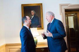 Dorëhiqet Zëvendës Sekretari amerikan Tom Shannon, politikëbërësi i fundit për Shqipërinë i mbetur nga administrata Obama
