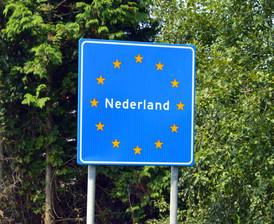 Hollanda dëbon 50 emigrantë të paligjshëm shqiptarë