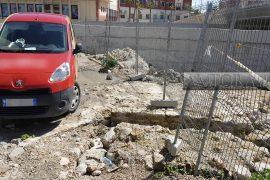 """Zbulimet arkeologjike tek """"Veliera"""" kthehen në kafene dhe parkim makinash"""