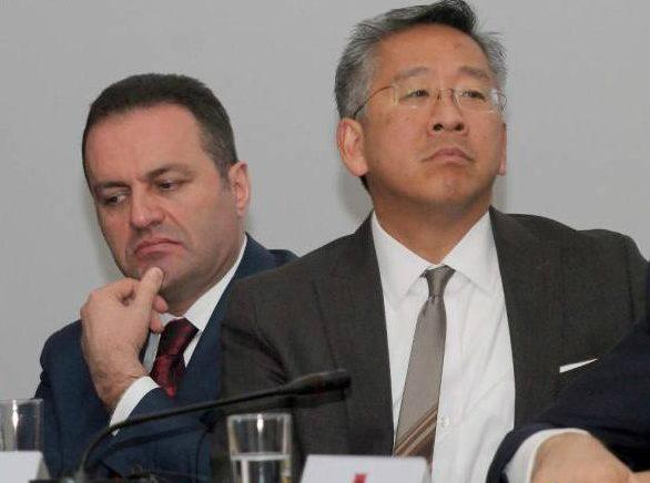 Ambasadori Lu sulmon sërish Llallën—shkel Konventën e Vienës dhe ligjet shqiptare