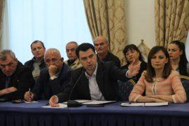Basha mbështet sipërmarrësit e vegjël: Rama i grabit shumicës për t'ja dhënë oligarkëve