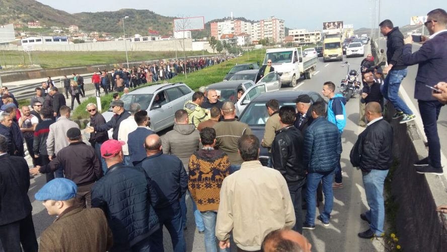 Protesta e opozitës — Prokuroria e Kurbinit heton 26 persona