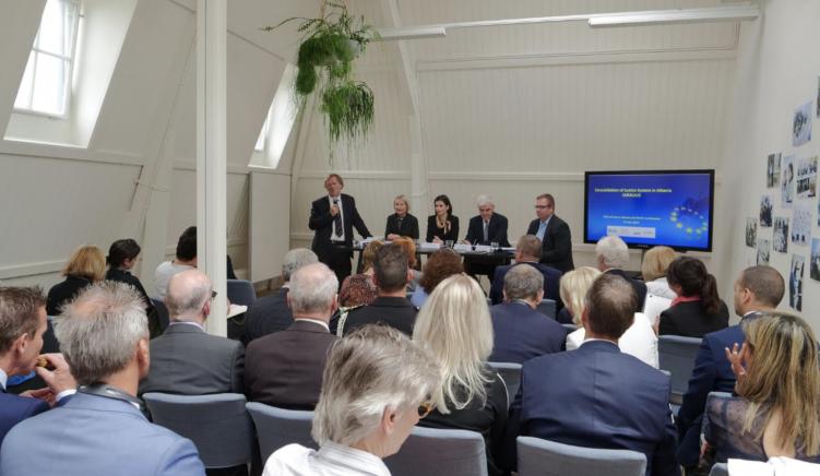 Ekspertët holandezë të reformës në drejtësi i thurin lavde vetes