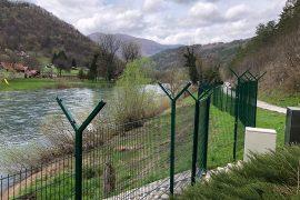 Gardhet në kufijtë e Evropës rrezikojnë kafshët e egra
