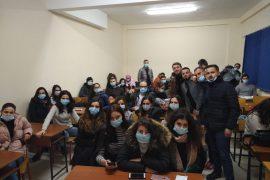Pedagogët dënojnë dhunën e policisë dhe mbështesin protestën
