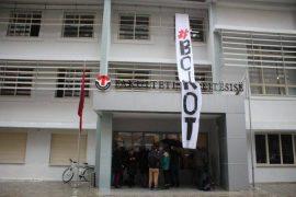 Protesta, studentët vazhdojnë bojkotin