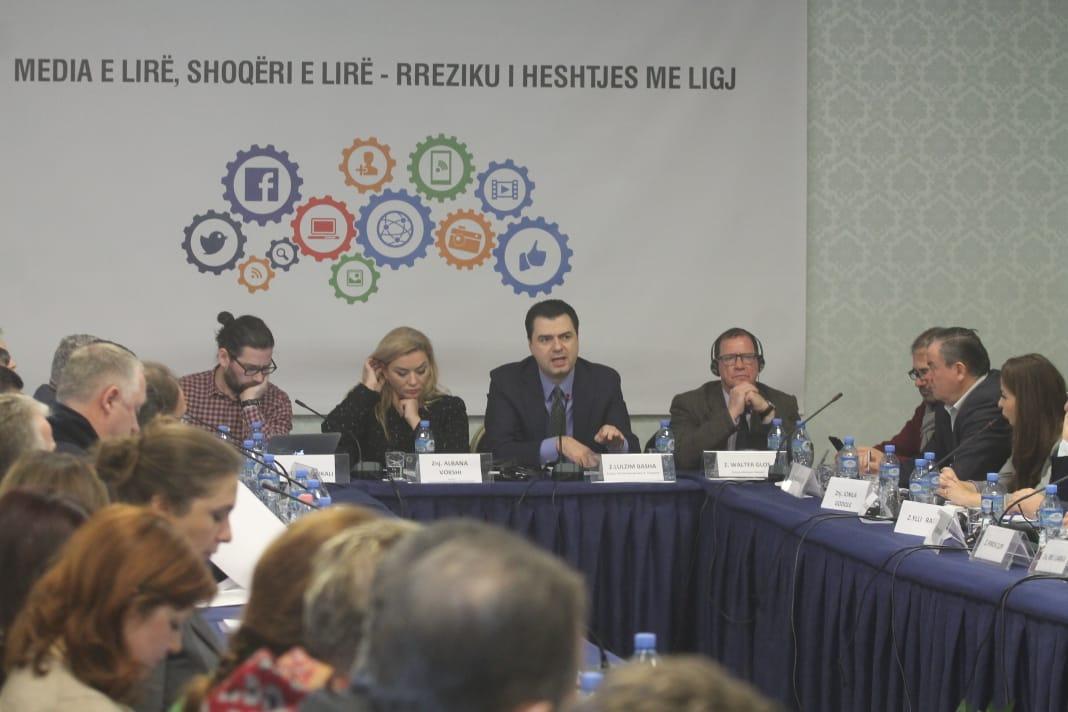 Gazetarët kundërshtojnë ligjin e qeverisë për censurën në media